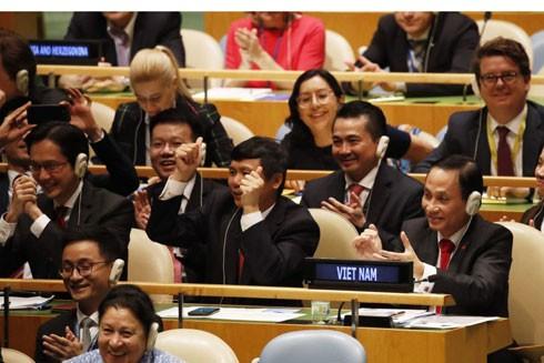 Đoàn Việt Nam khi Đại hội đồng Liên hợp quốc công bố nước ta trúng cử Ủy viên không thường trực Hội đồng Bảo an với số phiếu cao gần tuyệt đối 192/193 phiếu