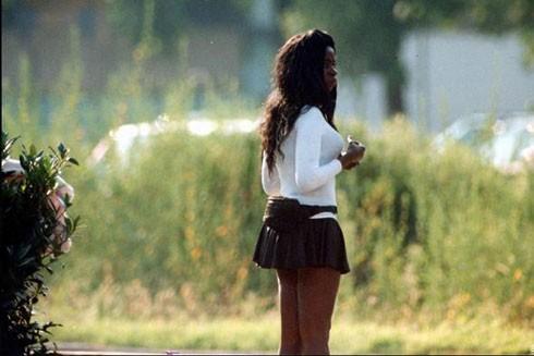 """Phụ nữ trẻ châu Phi có gia cảnh khó khăn rất dễ trở thành """"mồi ngon"""" cho tội phạm buôn người"""