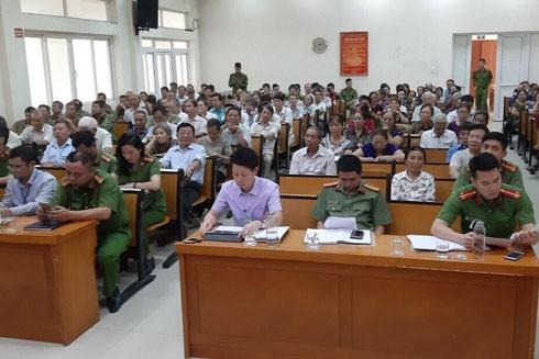 Đông đảo người dân tham gia hội nghị đóng góp ý kiến cho lực lượng công an cơ sở