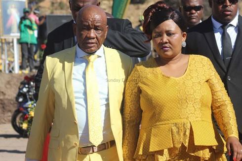 Cú điện thoại đáng ngờ từ hiện trường vụ giết hại phu nhân Thủ tướng Lesotho ảnh 1