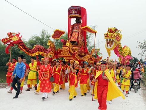 Lễ hội Chử Đồng Tử - Tiên Dung (hay còn gọi là lễ hội Đa Hòa - Dạ Trạch) được tổ chức ở hai ngôi đền là đền Đa Hòa (xã Bình Minh) và đền Hóa (xã Dạ Trạch) cùng huyện Khoái Châu, Hưng Yên