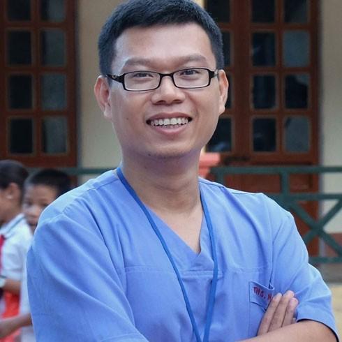 Bác sĩ Ngô Đức Hùng