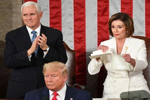 Việc Chủ tịch Hạ viện Mỹ Nancy Pelosi xé bản sao bài diễn văn của Tổng thống Donald Trump lại khiến dư luận được một phen tranh cãi