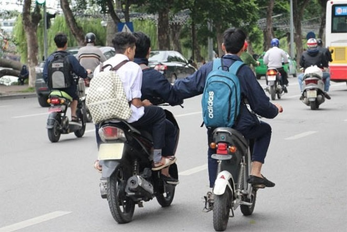 Hành vi điều khiển phương tiện khi chưa đủ tuổi, chưa có giấy phép lái xe bị xử phạt theo quy định xử phạt vi phạm hành chính trong lĩnh vực giao thông đường bộ và đường sắt (Ảnh minh họa)