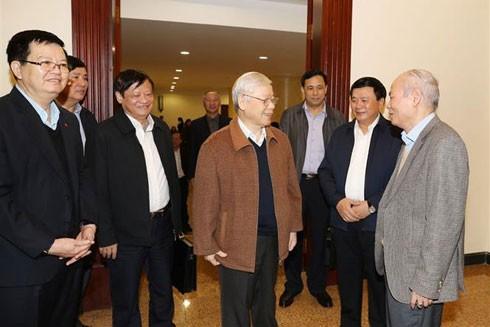 Tổng Bí thư, Chủ tịch nước Nguyễn Phú Trọng cùng các đại biểu dự cuộc họp