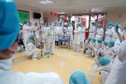 Các nhân viên y tế ở Trung tâm Ung bướu Bệnh viện Liên hợp Vũ Hán được huấn luyện để chăm sóc bệnh nhân nhiễm Covid-19