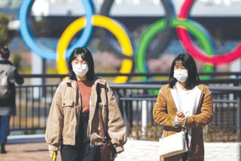 Người dân Tokyo đeo khẩu trang phòng ngừa dịch bệnh