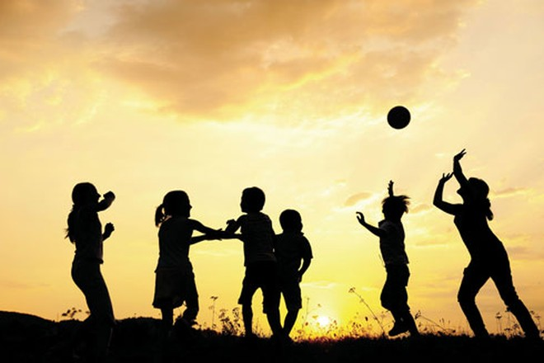 Khoảng thời gian chơi đùa với nhau chính là lúc trẻ học được các kỹ năng xã hội