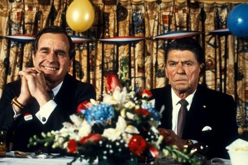 Ông Ronald Reagan hỗ trợ Phó Tổng thống George Bush trong chiến dịch tranh cử Tổng thống