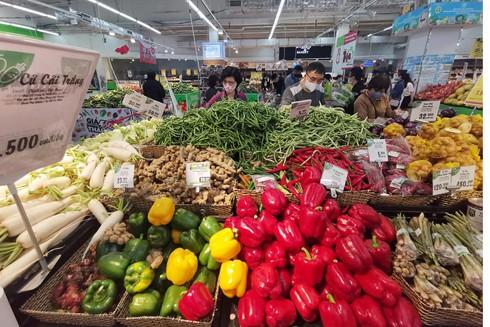 Tràn ngập các mặt hàng nông sản được bày bán tại siêu thị Big C Thăng Long (Ảnh chụp lúc 15h ngày 8-3)