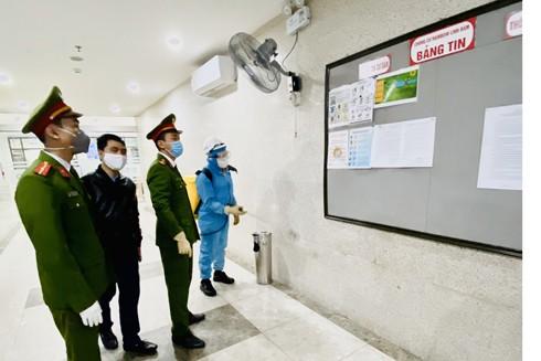 CAP Hoàng Liệt (Hà Nội) phối hợp cùng lực lượng chức năng triển khai các biện pháp phòng ngừa dịch bệnh Covid-19 tại các chung cư trên địa bàn