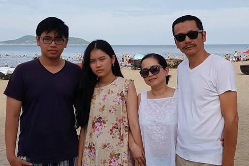 """Nghệ sĩ Việt """"nhấp nhổm"""" lo cho con đang du học nước ngoài"""