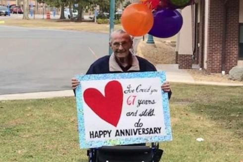 Cụ ông Bob Shellard chúc mừng sinh nhật vợ từ xa