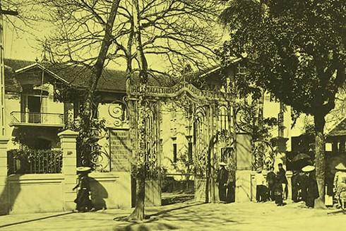 Bệnh viện Bảo hộ (Nhà thương Phủ Doãn) tức Bệnh viện Hữu nghị Việt-Đức ngày nay