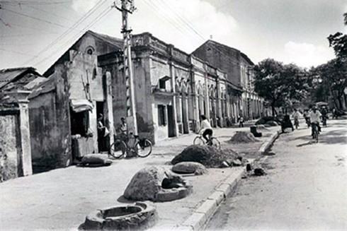 Quân dân Hà Nội sơ tán trong chiến dịch 12 ngày đêm chống cuộc tập kích đường không chiến lược của Mỹ