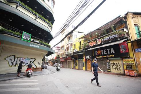 Những quán cà phê vốn đông đúc đã đóng cửa trong thời gian giãn cách xã hội để phòng chống dịch - Ảnh: LAM THANH