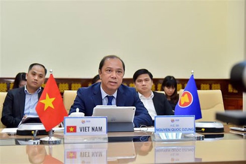Chủ tịch UBND TP Hà Nội Nguyễn Đức Chung trao tặng vật tư y tế của thành phố Hà Nội tới Vùng Ile-de-France ( Pháp) để phòng, chống dịch Covid-19