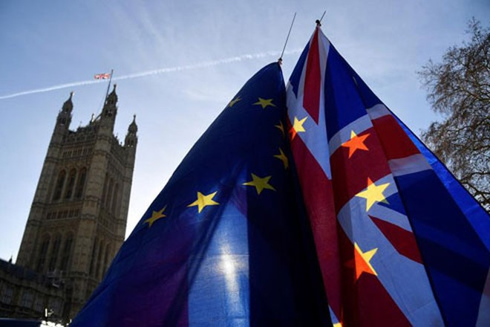 Việc Liên minh châu Âu (EU) sẵn sàng xem xét lại lập trường về vấn đề nghề cá có thể là nhượng bộ quan trọng đầu tiên của khối này với Anh trong thảo luận hậu Brexit