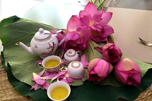 Uống trà sen là thú ẩm thực của người Hà Nội