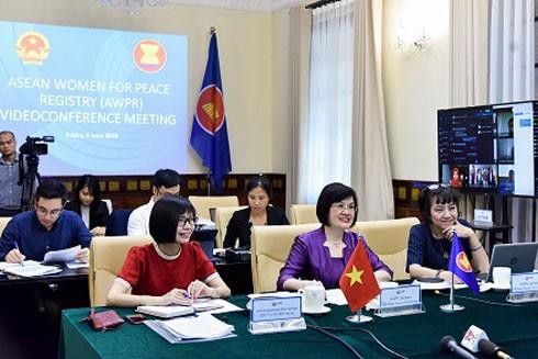 Các đại diện Việt Nam tham dự cuộc họp