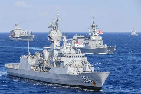 Hải quân các nước Mỹ - Nhật Bản - Australia và Canada trong một cuộc diễn tập ở Biển Đông gần Philippines để gửi thông điệp răn đe với tham vọng của Trung Quốc