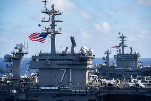 Các tàu khu trục hộ tống hai biên đội tác chiến tàu sân bay USS Theodore Roosevelt và USS Nimitz của Mỹ đang đồng thời triển khai ở vùng biển Philippines nhằm phát đi thông điệp răn đe với tham vọng phi lý của Trung Quốc
