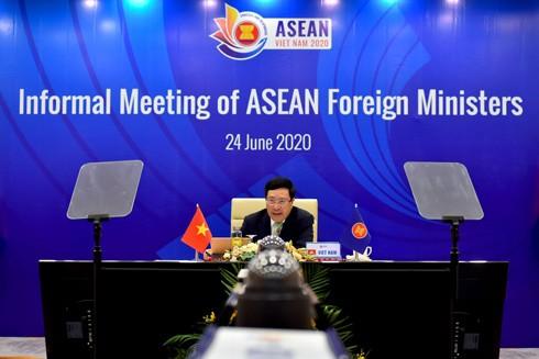 Phó Thủ tướng, Bộ trưởng Bộ Ngoại giao Phạm Bình Minh phát biểu khai mạc Hội nghị không chính thức Bộ trưởng Ngoại giao ASEAN