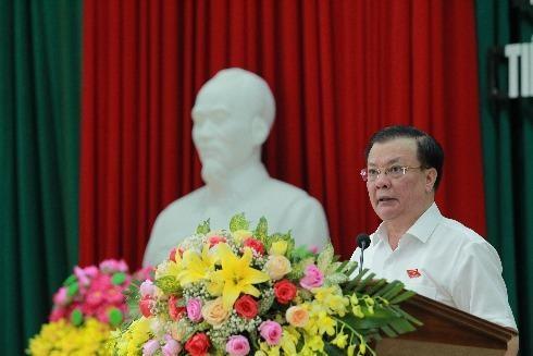 Bộ trưởng Bộ Tài chính Đinh Tiến Dũng phát biểu tại buổi tiếp xúc cử tri tỉnh Ninh Bình