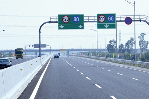 Tốc độ khai thác tối đa cho phép trên đường cao tốc không vượt quá 120 km mỗi giờ