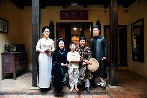 Một điển hình gia đình trung lưu Hà Nội có 3 thế hệ vào thế kỷ 19 (cảnh phục dựng)