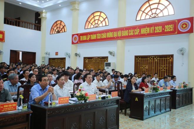 Toàn cảnh buổi tiếp xúc cử tri của Bộ trưởng Bộ Tài chính Đinh Tiến Dũng và Đoàn đại biểu Quốc hội khóa XIV tỉnh Ninh Bình