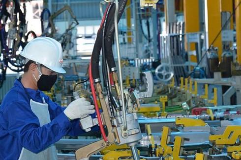 Việt Nam là quốc gia đầu tiên mở cửa trở lại nền kinh tế sau 3 tuần đóng cửa nhằm ngăn chặn sự lây lan của dịch Covid-19