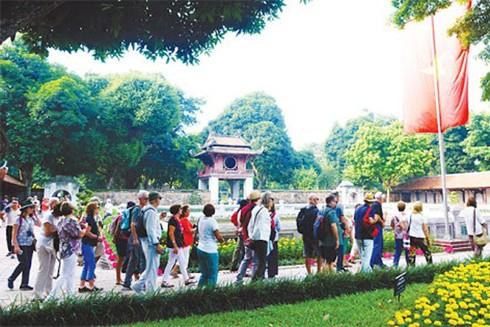Nhiều hoạt động văn hóa diễn ra ở Văn Miếu - Quốc Tử Giám sau dịch Covid-19 thu hút du khách tham dự