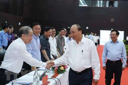 Thủ tướng Nguyễn Xuân Phúc với các đại biểu dự hội nghị