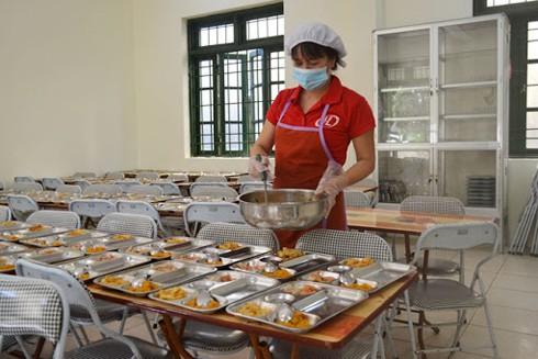 Đảm bảo vệ sinh an toàn thực phẩm từ các bếp ăn tập thể vẫn là một mối lo