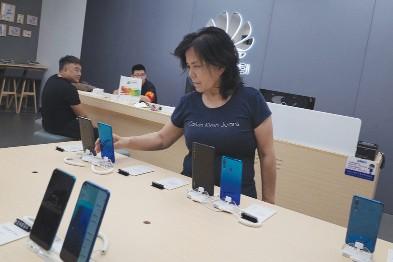 Một cửa hàng điện thoại di động của Huawei tại Thủ đô Bắc Kinh, Trung Quốc