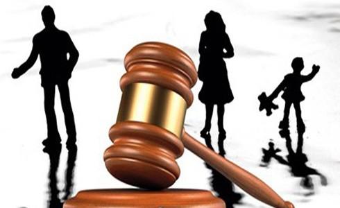 Tòa án có quyền yêu cầu cung cấp giấy xác nhận của Công an phường để xác định chính xác bị đơn đang ở đâu để tòa án quận, huyện đó giải quyết thủ tục ly hôn (Ảnh minh họa)