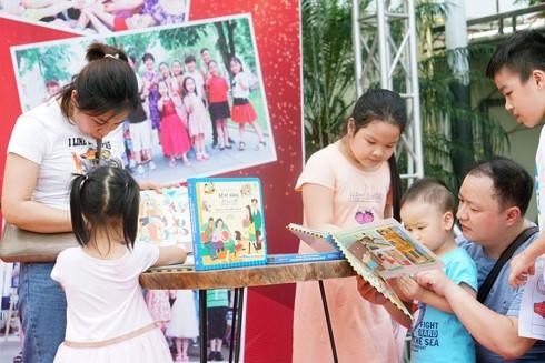 Các em nhỏ và phụ huynh sẽ được tham gia nhiều hoạt động vui chơi trí tuệ, bổ ích tại phố sách Hà Nội
