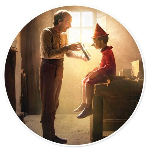 Roberto Benigni vai bác thợ mộc Geppetto và cậu bé người gỗ Pinocchio trong phim của đạo diễn Matteo Garrone
