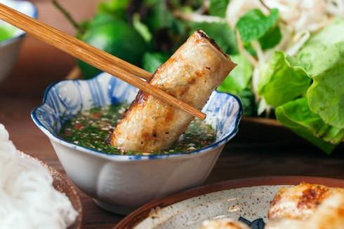 Những món ăn của Hà Nội vốn tinh tế mà bí quyết lại luôn phụ thuộc ở bát nước chấm được pha chế với đủ loại gia vị