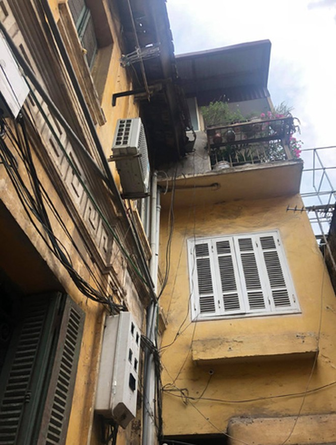 Đạo diễn Cao Mạnh bảo, ông đã sinh ra và lớn lên trong ngôi nhà này và đã từng nghĩ mình không thể ở nơi nào khác