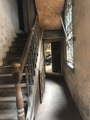 Gác gỗ và gác đá của biệt thự số 19 phố Trần Quốc Toản đã cùng xuống cấp và nhiều năm nay không có tu bổ lớn