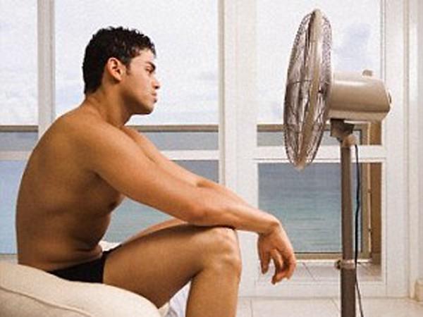 Phòng ngủ quá nóng có thể gây ra những rối loạn giấc ngủ và giảm khả năng sản xuất testosterone của nam giới