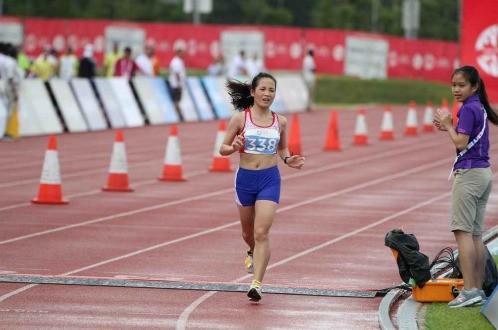 Hoàng Thị Thanh giành huy chương đồng chạy marathon nữ