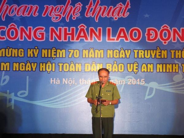 Trung tướng Bùi Bá Định, Phó Tổng Cục trưởng Tổng cục Chính trị CAND phát biểu khai mạc Liên hoan