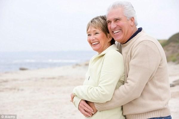 """Được """"yêu"""" - tốt cho tim phụ nữ lớn tuổi, nam giới coi chừng!"""