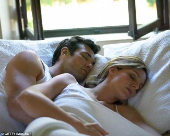 Mở cửa sổ khi ngủ giúp giảm cân