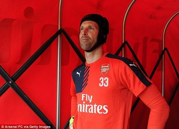 Thủ môn Petr Cech gia nhập Arsenal từ kình địch cùng thành phố, Chelsea