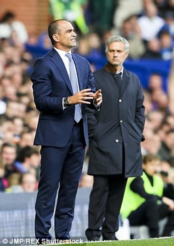Tranh giành phát biểu, Mourinho mắng nhiếc Martinez