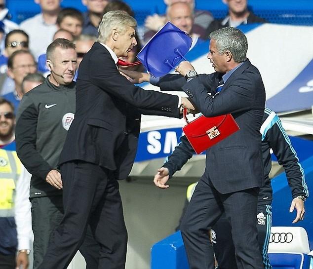 Mourinho từng xô xát với Wenger ngay trên sân